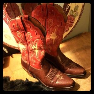 Ariat Shoes - Cutest cowgirl boot ever! Size 7